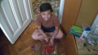 Anak peternakan nyambi jadi pedagang buah